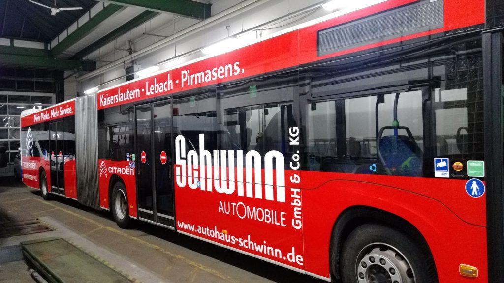 Vollfolierung inkl. Beschriftung von Bussen Autohaus Schwinn