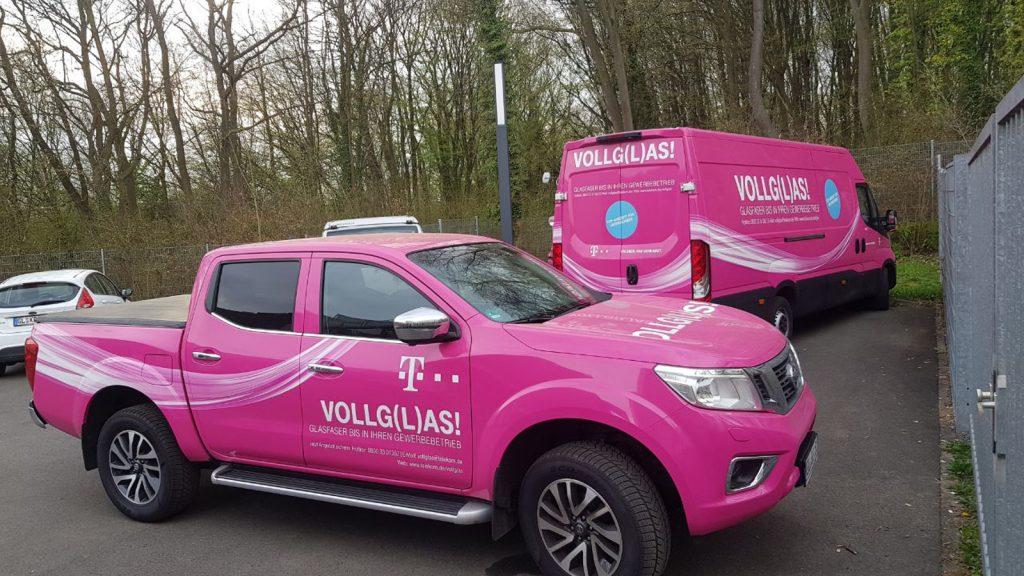 Firmenfahrzeug-Vollfolierung inkl. Beschriftung Telekom