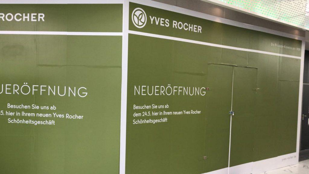Abklebung Staubschutzwand während Umbau zur Neueröffnung inkl. Druck Yves Rocher
